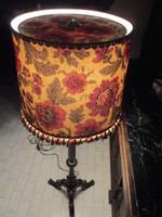 Gyönyörű faragott fa állólámpa (165 cm)