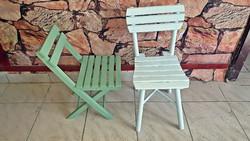 Frissen felújított , 2 db. régi, világoskék és zöld színű gyerek székek, babaszobába.