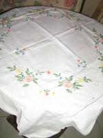 Csodaszép hímzett vintage pasztell színű virágos terítő