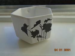 Egyedi forma és mintavilággal hatszögletes designer teás csésze fekete Keleties növénymintával