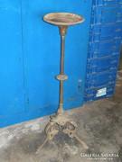Öntöttvas mécses - lámpa tartó . Posztamens -nek is. Virágtartó -nak, kriptába könyvtárszobába