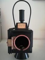 Kádár János hagyatékából vásárolt régi vasúti lámpa.
