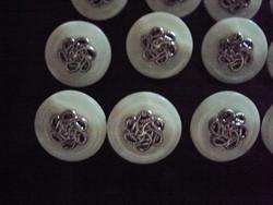 GOMBOK fehér alapon ezüst bonyolult mintával