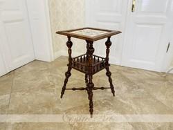 Festett porcelán tetejű kisasztal