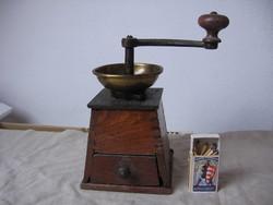 Antik kávédaráló