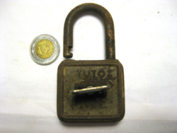 RÉGI - TUTO - LAKAT 1 DB KULCCSAL  G 38