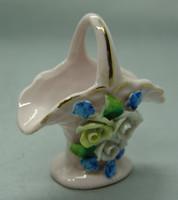 B331 Porcelán virágos kosár