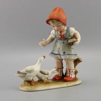 Gyermek és liba porcelán figura, Vintage figura , Wagner & Apel