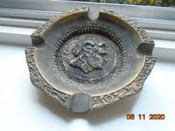 Pán kecskeszarvas profiljával jelzett, számozott bronz öntvény fellelt állapotban 360 g