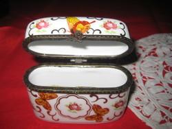 Ékszer vagy  cigaretta tartó  , angol   O.C.& C:O    porcelán , réz verettel  ,82 x 35 x 70 mm