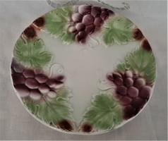 Majolika tányér szőlő dekorral