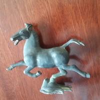 Ló szobor ,