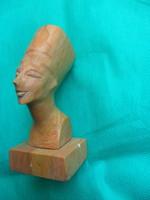 Egyiptomi fáraó Nofretete  szobor ásvány kőből faragva