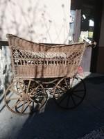 Antik babakocsi. Készítése 1920.
