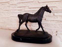 Ló bronz szobor