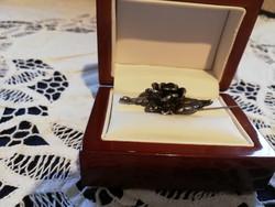 Eladó antik kezmuves ezüst rózsa mintázatú tű!