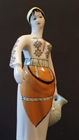 Lány korsóval porcelán figura.