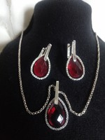Csodálatos ezüst garnitúra rubin színű kővel