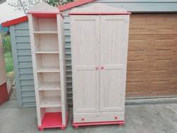 Eladó egy LÁNYOS fehérre pácolt fenyő szekrény + polc Bútor jó állapotú, polcos , fiokos és akasztós