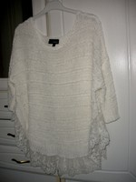 Gyönyörű fehér laza pulcsi csipkével