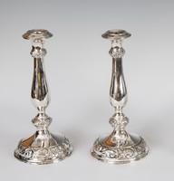 Ezüst florális mintájú gyertyatartó párban