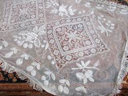 Csoda szép antik tüll csipke teritő bogyokkal