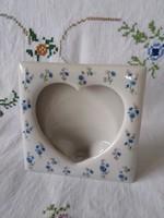 Kék apróvirágos porcelán képkeret/képtartó, szív formával