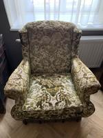 Antik fotel gyönyörű kárpittal!