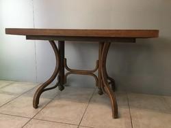Thonet stílusú asztal
