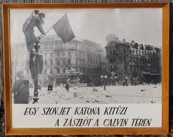 II. világháború felszabadulás fotó másolat Retro szocialista kép Szovjet katona kitúzi a zászlót
