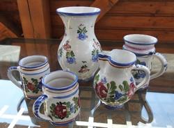 J. Graf Stoob - osztrák kézműves kézzel formázott és festett kerámia készlet - váza, kancsó , korsók