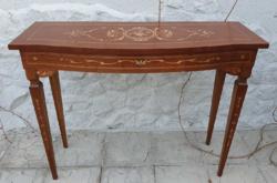 Egyedi készítésű antik stílusú intarziás fiókos konzolasztal