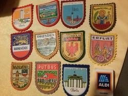 11 db felvarrható retró német NDK szuvenír címer: Erfurt, Berlin, Potsdam, Warnemünde, Drezda stb.