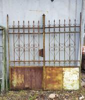 Kovácsolt vas kerítés kapú