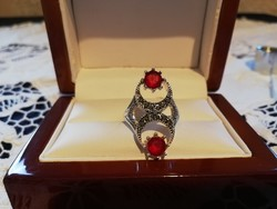 Eladó régi kézműves piros köves, és markazitos gyönyörű gyűrű!