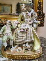 Francia barokk porcelán - Játszadozó anya gyermekeivel 