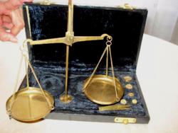 Ékszer-mérleg eredeti dobozában (1920-1945)