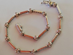 Button arany karkötő brill kövekkel (18k)