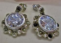 Gyönyörű régi kézműves ezüst fülbevaló nagy fehér kristályokkal