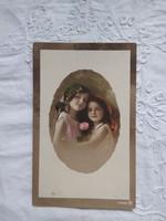 Antik, kézzel színezett, fotólap/képeslap szépséges fejkendős kislányok rózsával/rózsa 1916