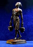 Vízhordozó, bronz szobor