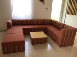 Mid century kanapé kis asztallal