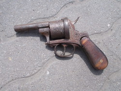 Régi pisztoly hatástalanítva