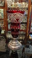 Ólomkristály váza. Kézi csiszolás. Bíbor vörös  szín. Ezüst talpú. Dianas l. 1900-as évek.
