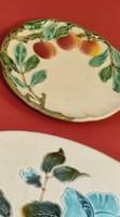 Körmöcbányai majolika tányér, fali tányér. Barack   díszekkel.