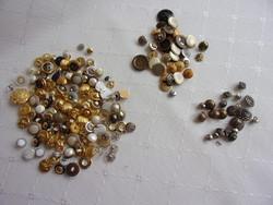 Retro fém és műanyag gombok