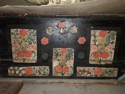 XIX. századi gránátalmás festett alföldi láda