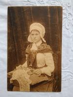 FOGLALT MARIANNA részére Antik belga szépia képeslap Flamand csipke készítő 1914-es pecséttel