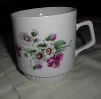 Zsolnay porcelán, szoknyás (teás) bögre 1.: ibolyás, százszorszép