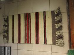 Kis gyapjú szőnyeg, faliszőnyeg